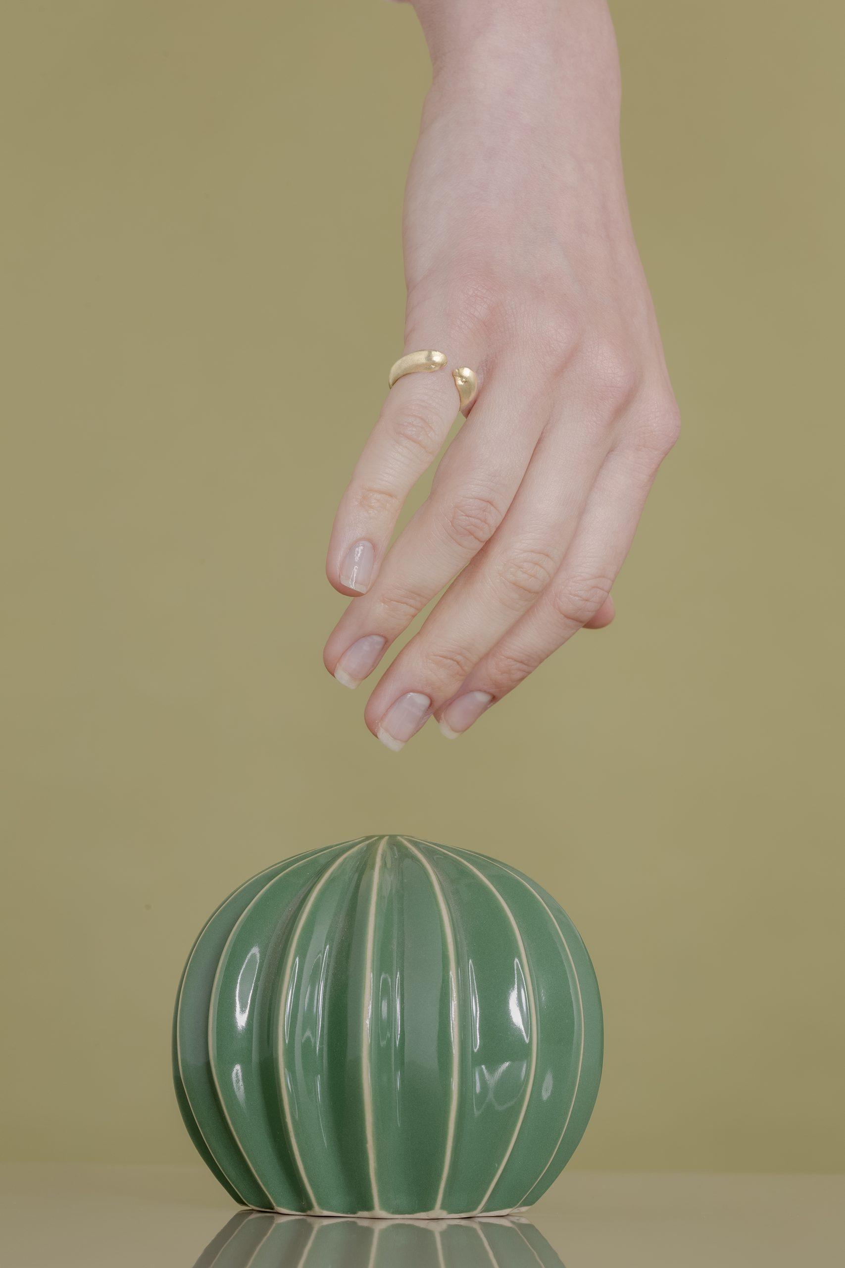 I gioielli di Bona Calvi, miniature tra sensibilità e artigianato